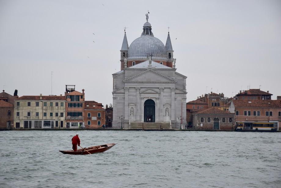 Crossing the Giudecca canal
