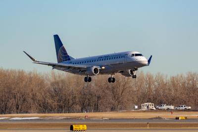 United Express Embraer ERJ-175LR(N85340)