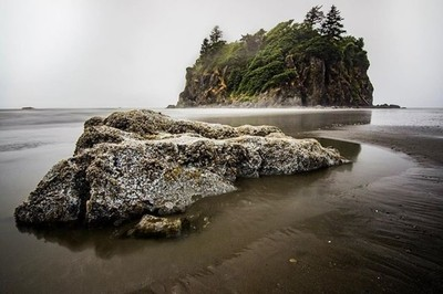 Not your ordinairy beach ... Ruby Beach at Olympic National Park. • #olympicnationalpark #rubybeach #usa #roadtrip #teamcanon #leefilters #worldprime #planetwanderlust #theoutbound #lonelyplanet #awesome_earthpix #longexpo_addiction #landscapephotography
