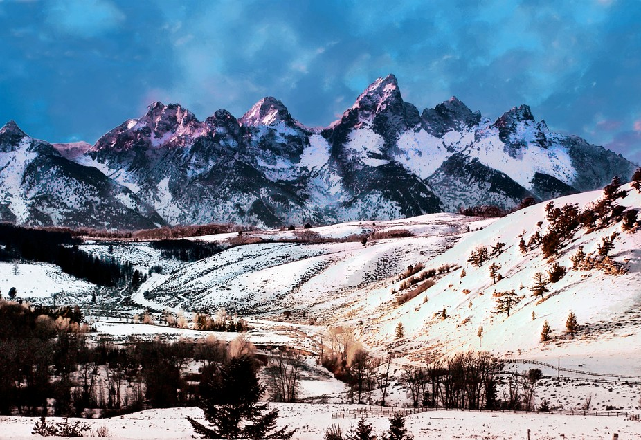 The Grand Tetons is a mountain chain in Wyoming, USA.  The Teton Ntnl. Park is just south of Yell...
