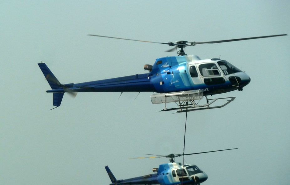 2 Helicopters