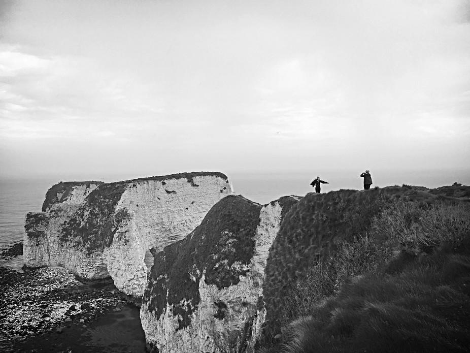 2 Australian teenagers @ the edge of Old Harry Rocks, England