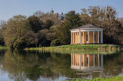 @nationaltrust West wycombe Park - West wycombe . . . . #westwycombe #westwycombepark #bucks #buckinghamshire #uk #england #manor #hellfirecaves #pond #river #reflection #reflections #reflection_shotz #tree #trees #landscape #landscapephotography #nationa