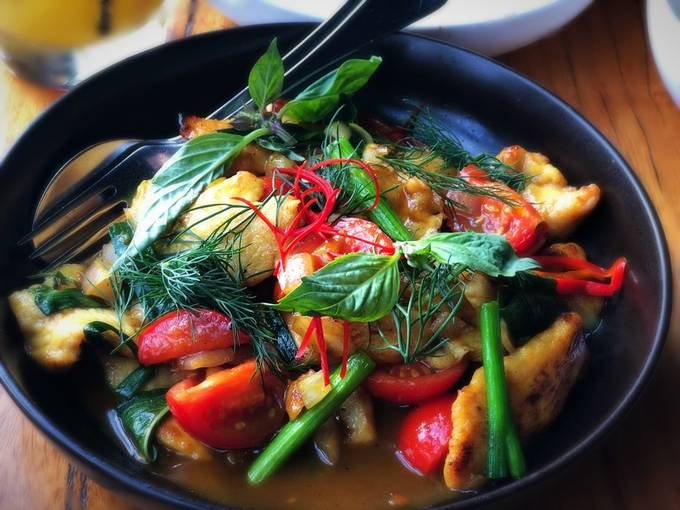 A lovely plate of chicken and fresh green vegetables in a aromatic thai curry. by tarunmkj - Looks Delicious Photo Contest