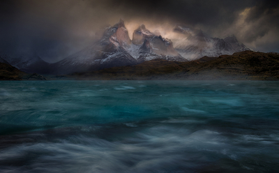 Stormy winds over the Pehoe lake