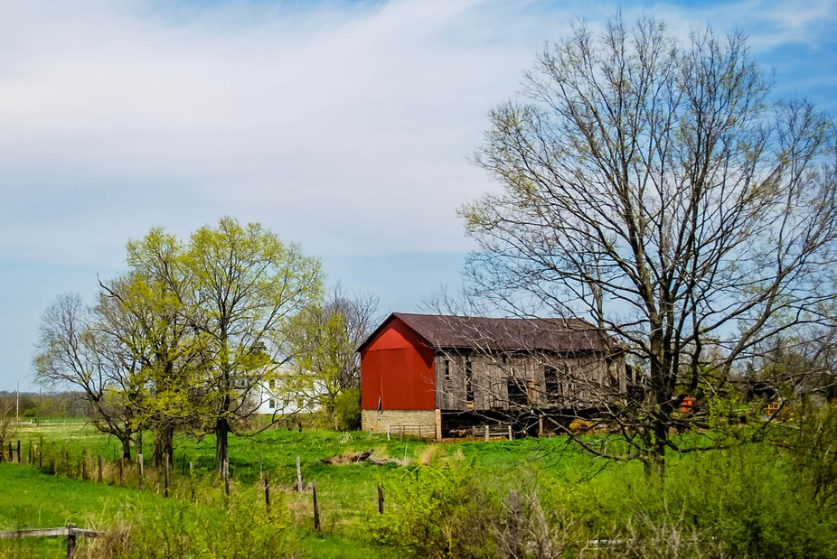 Traveling though Ohio this interesting barn came into view.Had to get a shot!