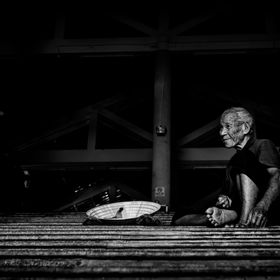 I was walking arround a market in Hoi An(Vietnam). I saw this man sitting on the stairs asking for food or money. I invited him to a juice and he...