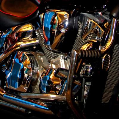 Mirror-chrome motorcycle engine. Photo 01.