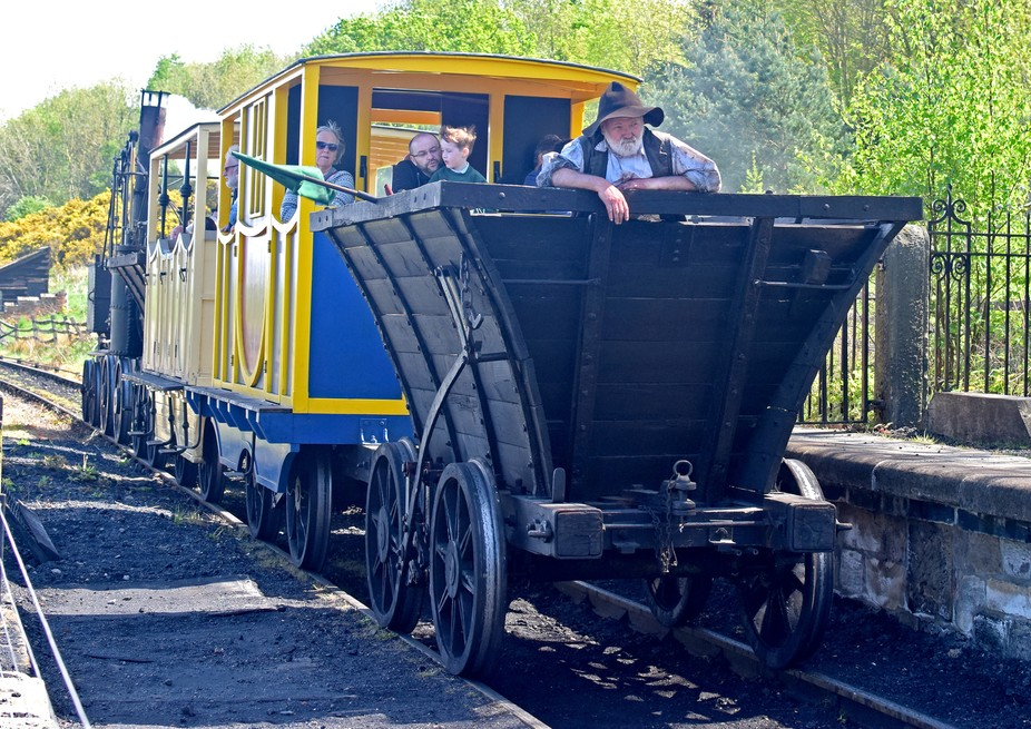 Puffing Billy pulling into station