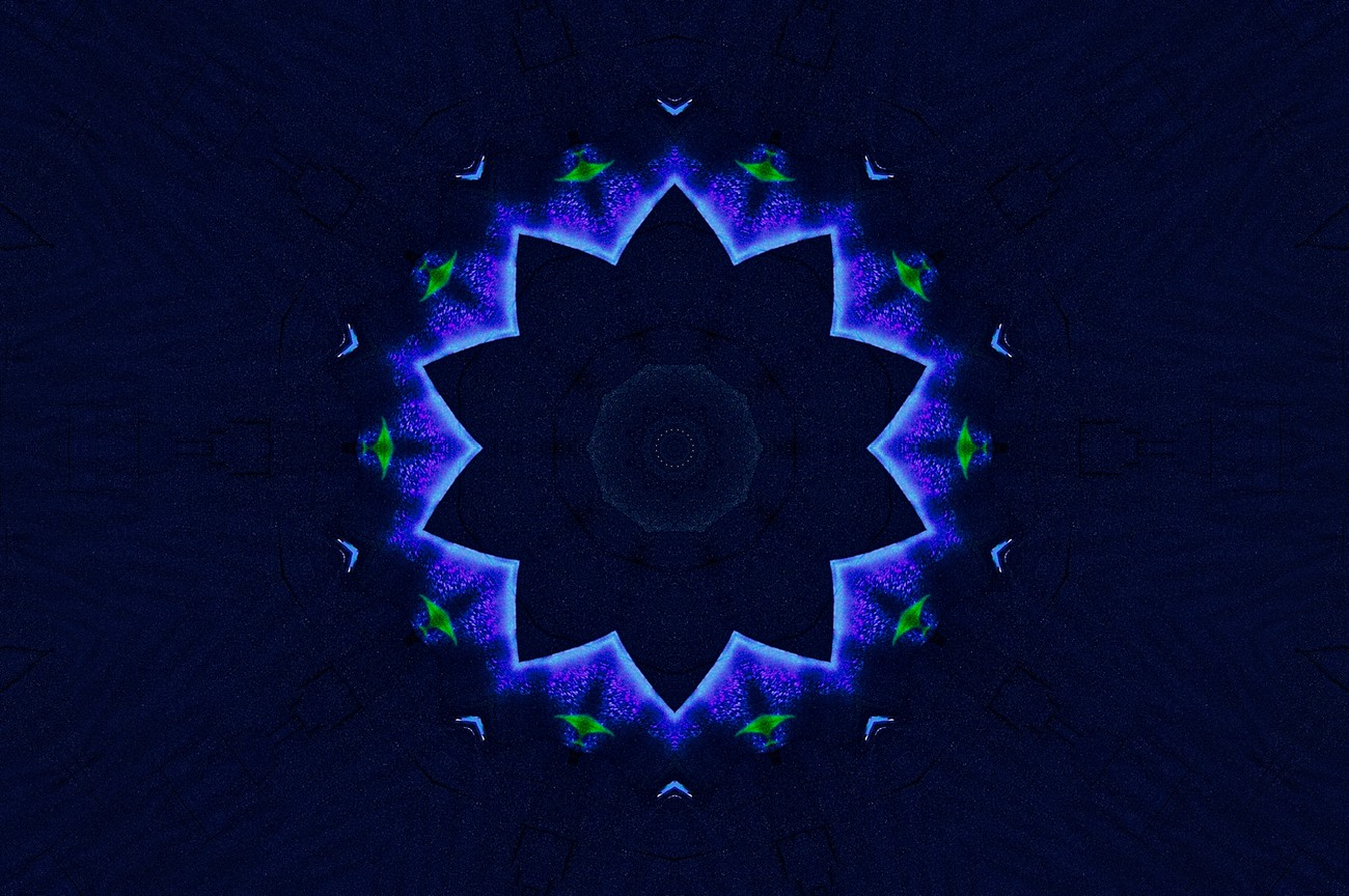 A Kaleidoscope made out of the silky Dragon.