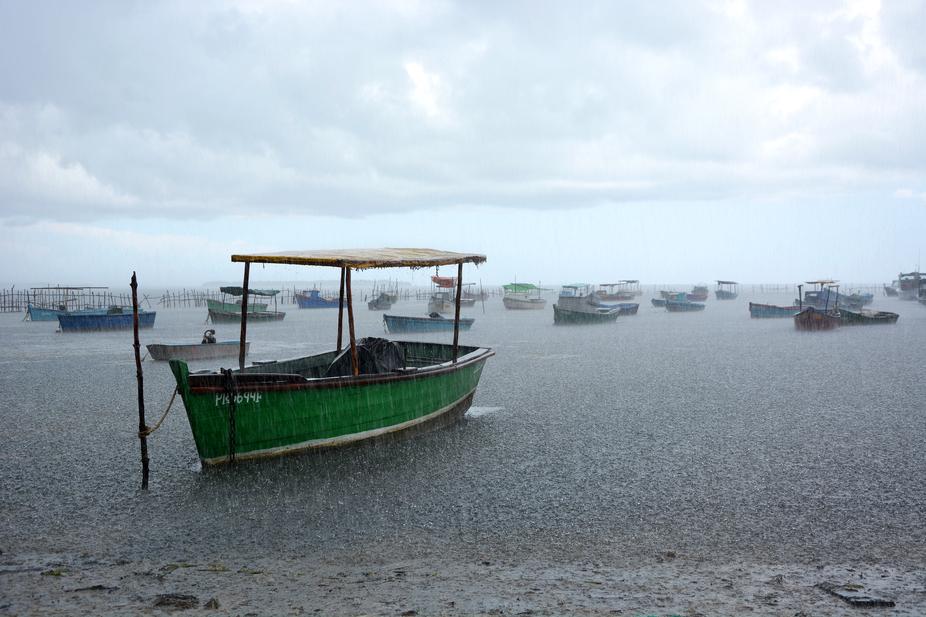 Pequeñas embarcaciones privadas para la pesca deportiva fondeadas en Puerto Esperanza, Pinar del...
