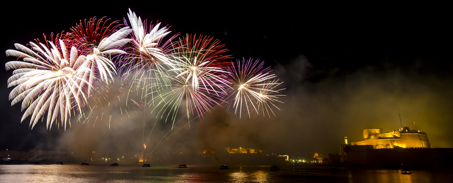 Maltas firework festival in the Grand Harbour