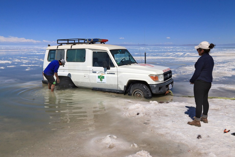 A 4.5 litre 4WD Land Cruiser didn't manage to pull this Altiplano ambulance out of the salt.