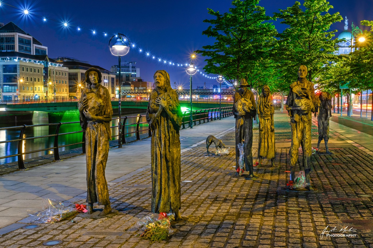 Sculpture depicting the famine in Ireland
