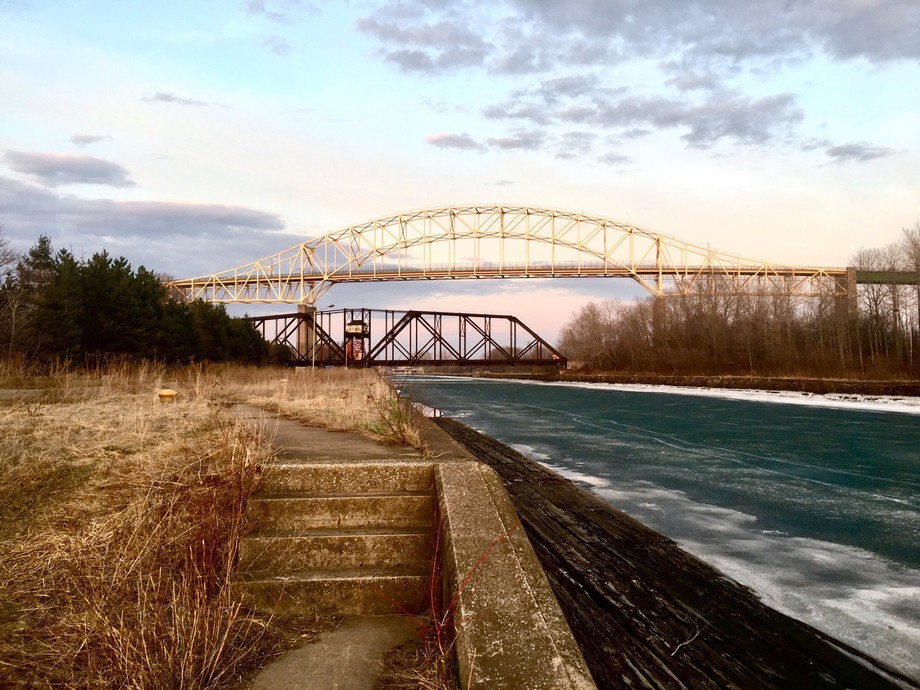 Inyernational bridge to the twin saults