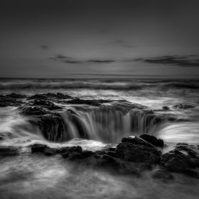 A week long trip on the Oregon coast is never complete without a trip to Thor's Well during sunset. Looks even better in B/W. What an awesom...