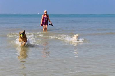 Waterfun with Spikey and Kyra