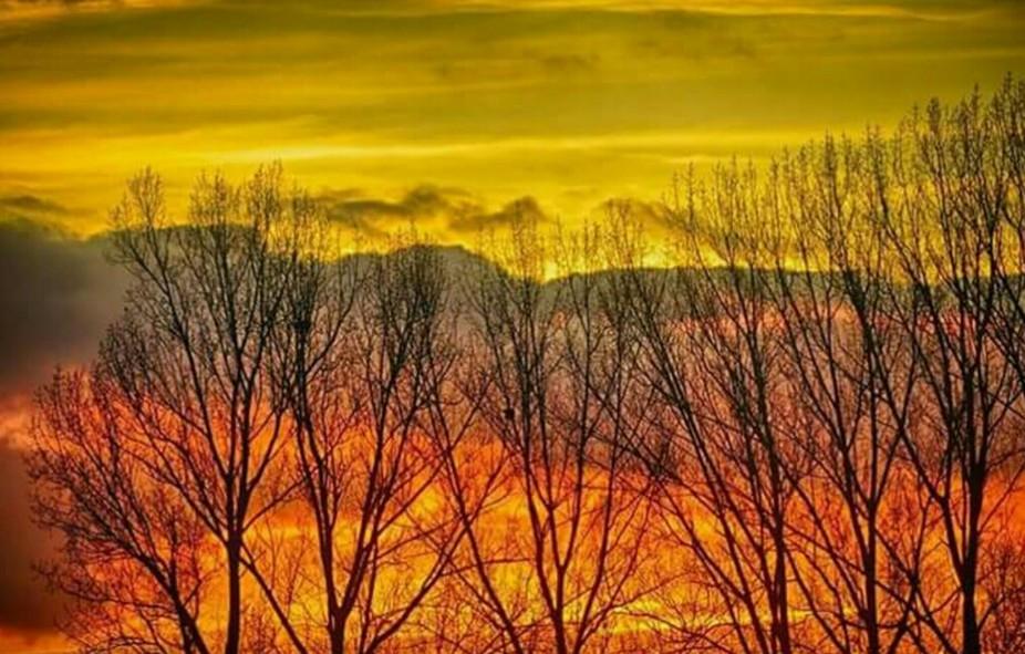 Immer wieder sehen wir Sonnenuntergänge,wie sie die Natur hergibt.Und manches mal zeigt sie sich von ihrer besten Seite