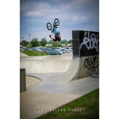 @travisbmxspencer going upside down at Thame skatepark. . . . . #bmx #bmxlife #bmxbike #bmxstreet #bmxbikes #bmxfreestyle #ridebmx #bmxpark #backflip #backflips #trick #tricks #bmxtrick #skatepark #thameskatepark #freestyle #arty #colourful #colorful #oxf