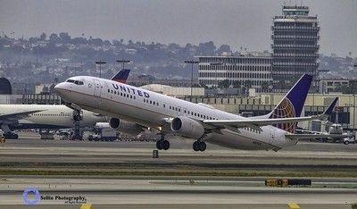 """""""United 737 Takes Off"""""""