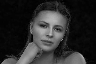 Sandra DSC00065 black and white