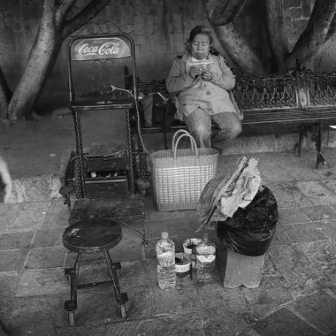 Seen this shoeshine lady killing time between customers