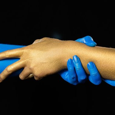 Bodypainting blue and gold