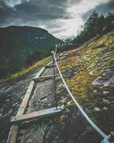 Laerdal cliff walk
