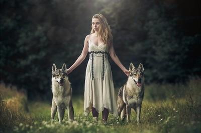 Wulfgirl and her 2 friends