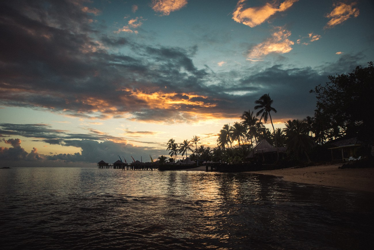 The hot sunset gives an even more paradise look to the Samoan resort we stayed in !