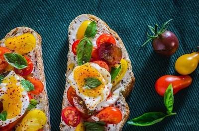 Cherry tomatoes sandwich