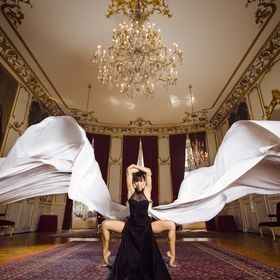I always wanted to develop epic images with long flying floating dresses. I've been working with fabrics for more than a year now, and I bel...