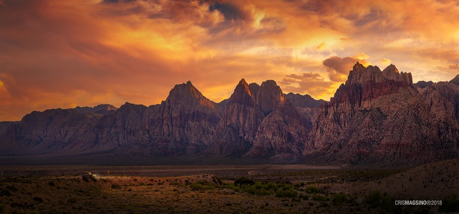 Amazing sunset at the Red Rock Canyon in Las Vegas, Nevada ????