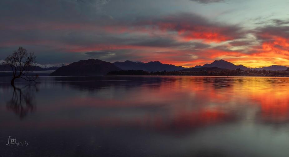 Sunrise at the beautiful Lake Wanaka