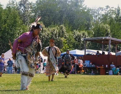 Happy 40yrs of Dancing and healing to my home community of Red Cliff Wisconsin-And congratulations to this years royalty♥️