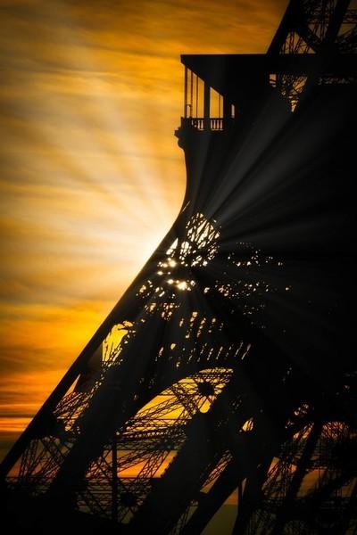 Sunrise on the Eiffel tower