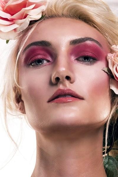 Beautiful Liz Face Close Up & Skin Retouching