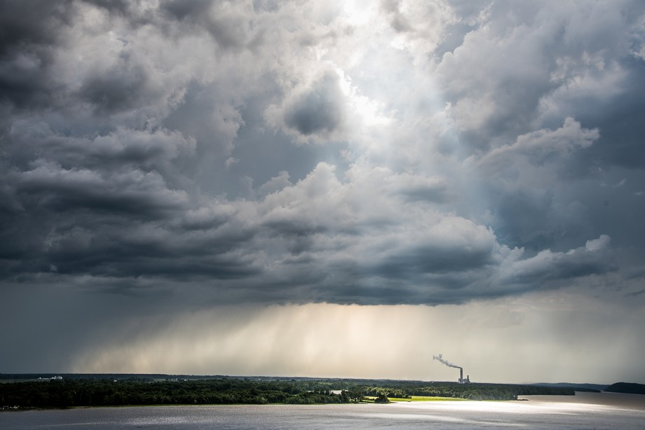 DSC_6137 Rain Over The Mighty Mississippi