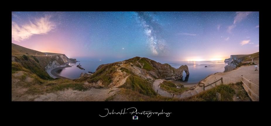 Man'o'War Bay - Milky Way - Durdle Door. Sony a7R3 + Laowa 15mm f2