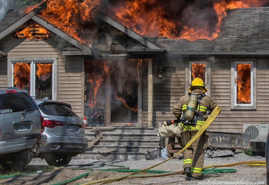 Georgina  (York Region Ontario) ,Firefighter takes on a fully engulfed house fire. The Courage an...
