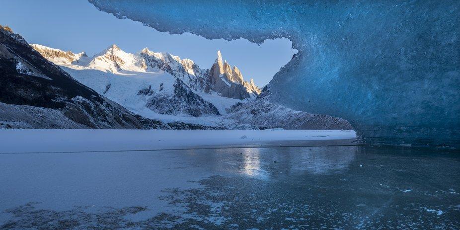 Una de las fotos que más me costó del viaje. Acostado en la Laguna congelada hice diferentes to...