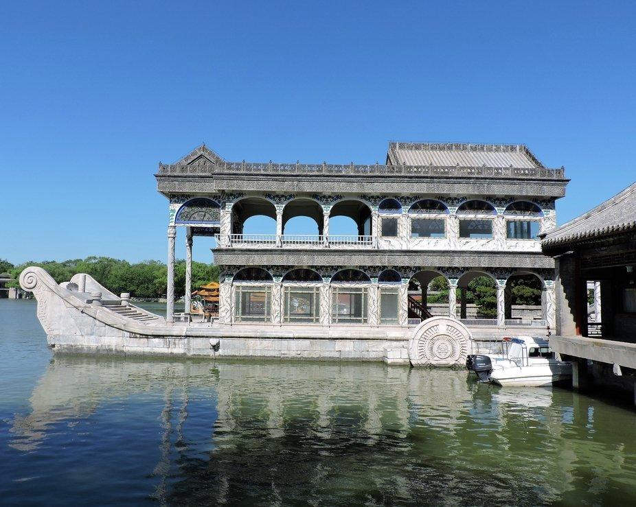 Un barco imperial en el jardin de verano, Pekin, China