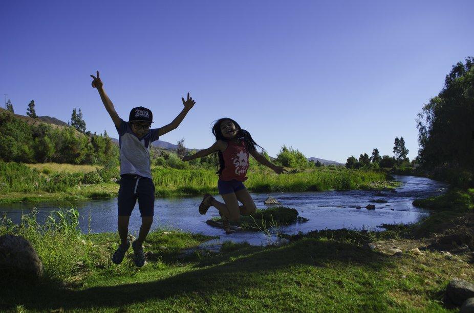 Rio Limarí - Ovalle , primos saltando en verano.