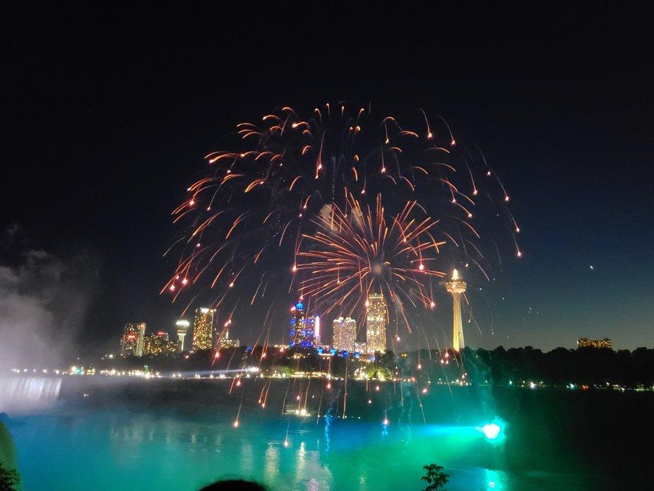 Canada Lifgts up the Sky at Niagara Falls