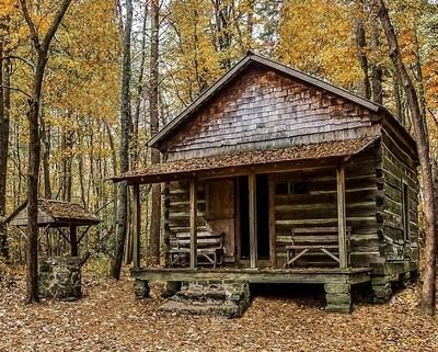 Cabin on Green Mountain hiking trail 3