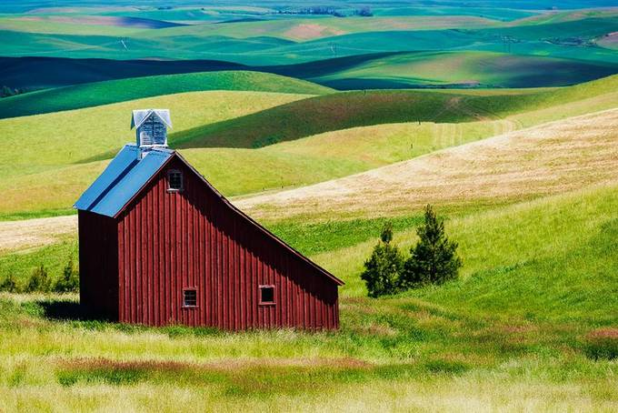 Red Barn by beamieyoung - Simple Architecture Photo Contest