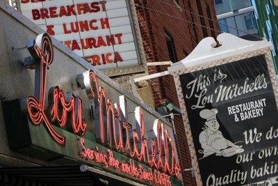 Lou Mitchells Restaurant And Bakery Chicago
