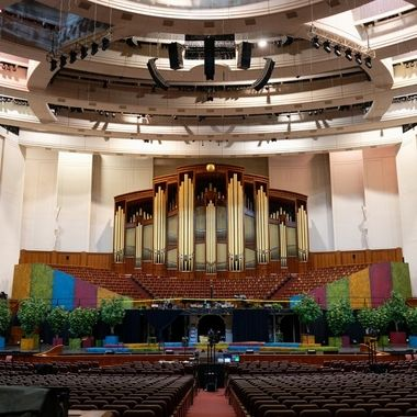 In addition to being a place where the Mormon Tabernacle Choir performs, other events are held here, including concerts and plays.