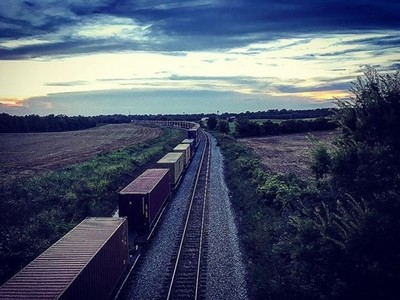 Sometimes you just got to stop and take a pic. #picoftheday #photography #insatgood #sunset #traintracks #takepictures #simplygood #goodvibes #thesky #pictureperfect #lookingup #colourpop #todayhadmelike #natureisbeautiful #tn