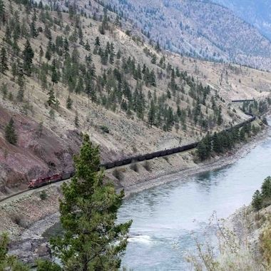 A train heading south along the thompson river